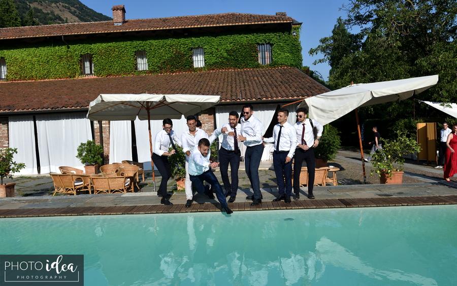 sposo in piscina